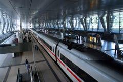 moderna trainstation royaltyfri foto