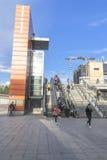 Moderna trappa och rulltrappor Arkivbild