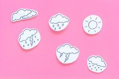 Moderna vädersymboler ställde in på bästa sikt för rosa bakgrund Royaltyfri Fotografi