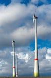 Moderna vind-turbiner Royaltyfria Foton