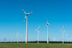 Moderna vindkraftväxter i Tyskland Royaltyfri Foto