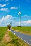 Moderna windmills Arkivfoton