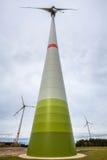Moderna windturbiner Arkivfoto