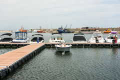 Moderna yachter och fartyg Royaltyfri Foto