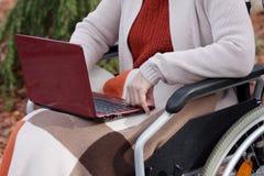Moderne ältere Personen Lizenzfreie Stockfotos