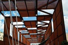 Moderne abstracte structuur in aluminium en hout Stock Afbeeldingen