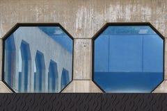 Moderne achteckige Fenster Stockbild