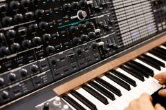 Moderne analoge synthesizer royalty-vrije stock afbeeldingen