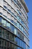 Moderne architectuur: de bureau bouw Stock Afbeelding