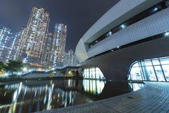Moderne architectuur en hoge stijgings woningbouw stock foto