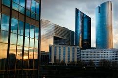 Moderne architectuur in La Défense laat bij nacht Royalty-vrije Stock Fotografie
