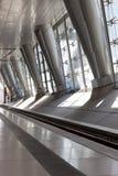 Moderne architectuur met metaalkolommen Royalty-vrije Stock Foto