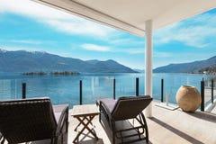 Moderne architectuur, mooi terras royalty-vrije stock foto