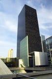 Moderne architectuur in Parijs Stock Afbeeldingen
