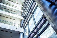 Moderne architectuur van groot commercieel centrum royalty-vrije stock foto