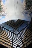 Moderne Architektur auf Londonâs Themse Querneigung Stockbild