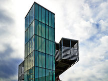 Moderne Architektur - Aufzug des grünen Glases lizenzfreie stockfotografie
