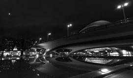 Moderne Architektur an den Stadtkünsten zentriert in Valencia, Spanien auf einer klaren Mond-beleuchteten Nacht stockbilder
