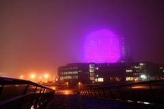 Moderne Architektur in der Neonleuchte Lizenzfreies Stockfoto