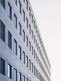 Moderne Architektur führt Fensterrahmen Muster-Gebäude einzeln auf Stockbilder