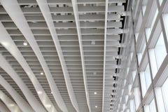 Moderne Architektur am Flughafen-Gebäude Lizenzfreie Stockfotos