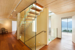 Moderne Architektur, Innenraum, Treppenhaus lizenzfreies stockfoto