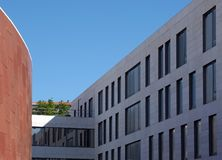 Moderne Architektur und Gebäude in Lissabon stockbild
