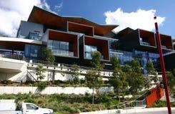 Moderne Architektur von der Mitte-Mitte ICC des internationalen Konferenzzentrums Ausstellungshallen an Tumbalong-Park, Sydney, A lizenzfreie stockfotografie