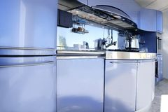 Moderne Architekturdekoration der blauen silbernen Küche Lizenzfreie Stockbilder