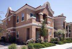 Moderne Arizona-Stadthäuser stockfotos