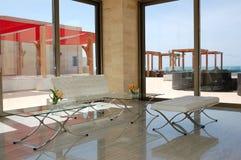 Moderne Aufnahmedekoration im griechischen Luxuxhotel Stockbild