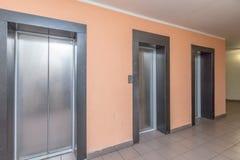 moderne Aufzugstüren lizenzfreies stockfoto