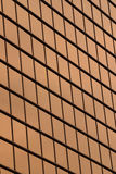 Moderne Bürofenster des Hintergrundes im vertikalen Rahmen Lizenzfreies Stockbild