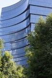 Moderne Bürogebäudeglasfassade stockbilder
