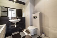 Mooie badkamers in beige kleur stock foto afbeelding 50745092 - Kleur moderne badkamer ...