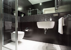 Moderne badkamers in flat Royalty-vrije Stock Foto