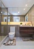 Moderne badkamers van de luxe de Binnenlandse luxe royalty-vrije stock afbeelding