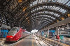 Moderne Bahnstation in Mailand stockbilder