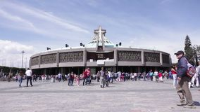 Moderne Basiliek van Onze Mary van Guadalupe, Mexico-City stock video