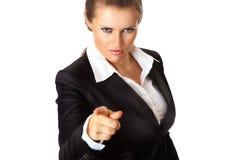 Moderne bedrijfsvrouw die vinger richt op u Royalty-vrije Stock Afbeelding