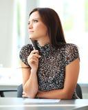 Moderne bedrijfsvrouw in het bureau stock foto