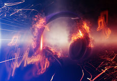 Moderne belichtete Kopfhörer mit Feuer-Effekt Stockbilder
