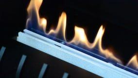 Moderne biofireplotopen haard op ethylalcoholgas stock footage