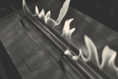 Moderne biofireplotopen haard op ethylalcoholgas royalty-vrije stock foto