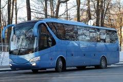 Moderne blauwe bus royalty-vrije stock foto