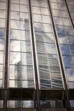 Buitenkant van eigentijds glas commercieel centrum stock afbeeldingen