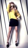 Moderne blonde Damenaufstellung Stockbild