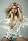 Moderne blonde Frau Stockbilder