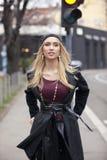 Moderne blonde junge Frauen Lizenzfreies Stockfoto