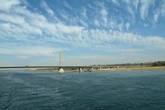 Moderne Brücke über dem blauen Nil, nahe Assuan, Ägypten lizenzfreie stockfotos